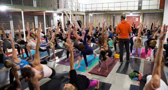 HiYoga-Ahouse-yoga_event_averkstad