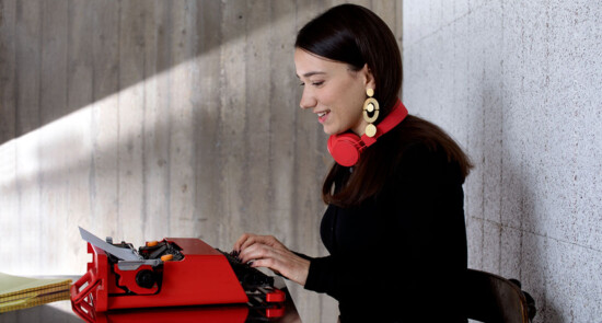 Lisa Baumgartel with red typewriter