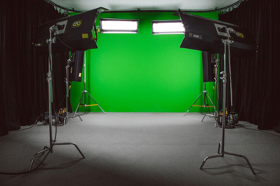 ahouse-filmstudio-3681_webb1